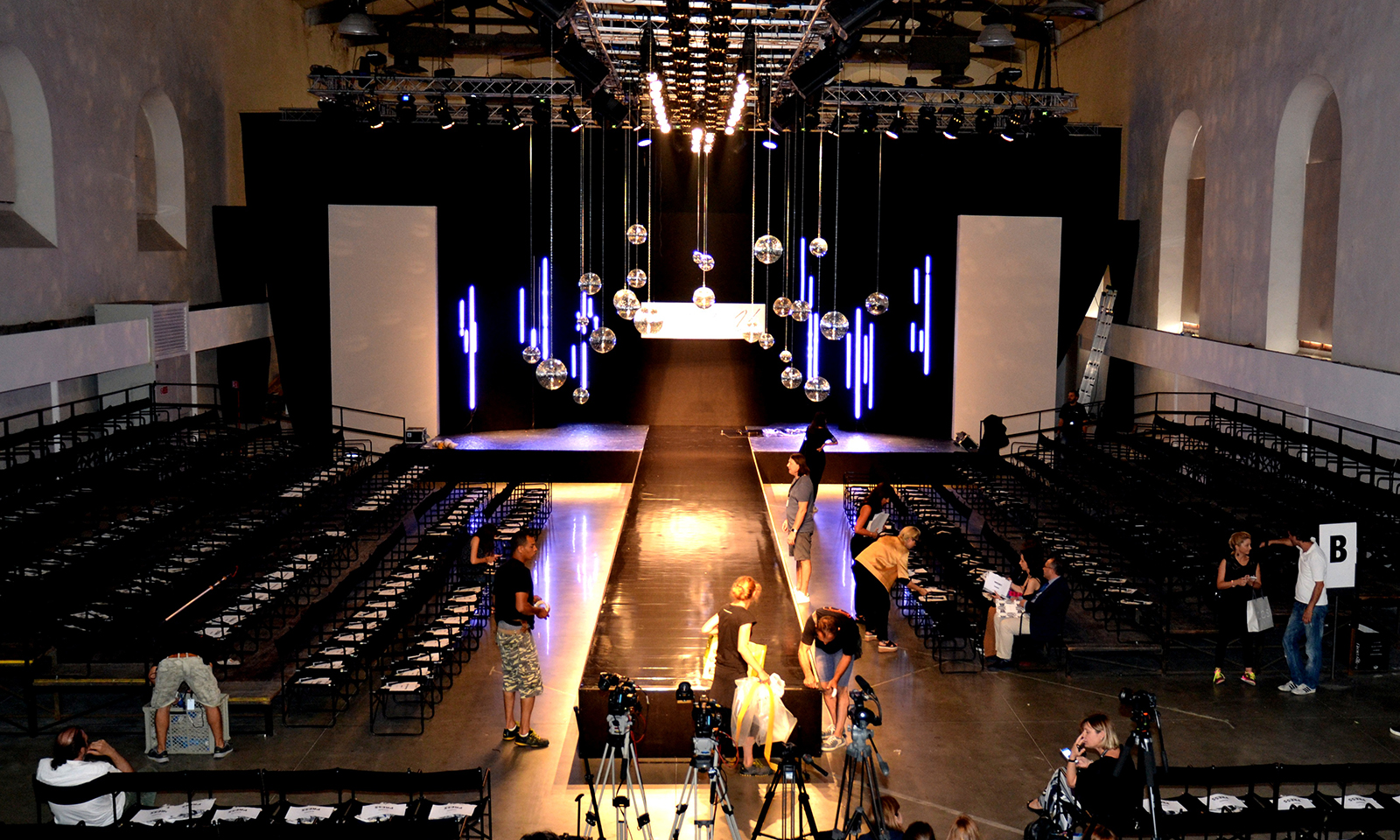 Gallery4_concept-setting-up-setlight